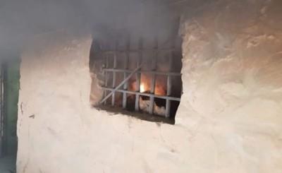 Reo quema colchón en el calabozo y termina internado