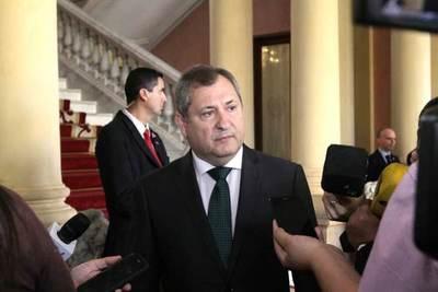 Titular de la Corte admite que hay políticos que llaman a magistrados para abogar por sus casos