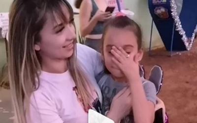 Una pequeña vio por primera vez a Marilina y no pudo contener la emoción