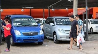 HOY / Otro jaque a los autos 'chileré': plantean verificar los vehículos antes del despacho