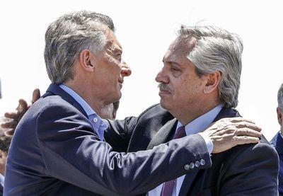 Fernández asume como presidente en una Argentina en crisis pero en calma