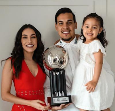 Gustavo Gómez recibe la 'Bola de Plata' como uno de los mejores del Brasileirão