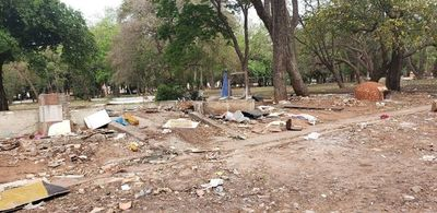 El Parque Caballero se cae a pedazos ante absoluta indiferencia municipal