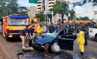 Estudiante brasileño muere en violento accidente