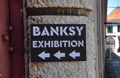 La genial obra con que Banksy denunció la situación de las personas sin hogar en Navidad