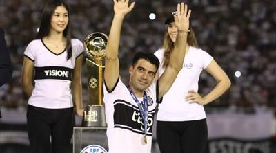 'Lo más probable es que siga un semestre más en el Olimpia', afirma Julio César Cáceres