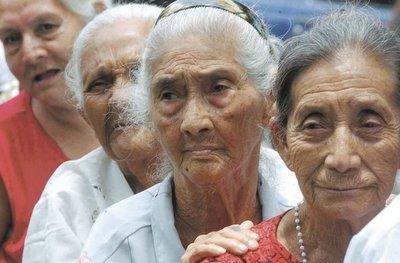 ¡Es Ley! Adultos mayores de 65 años podrán acceder automáticamente a pensión