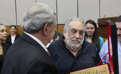 HOY / Senado rinde homenaje a Humberto Rubín: Calé llora durante el reconocimiento