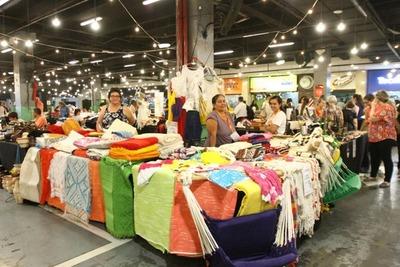 Feria reúne a un centenar de mujeres emprendedoras y artesanos de todo el país