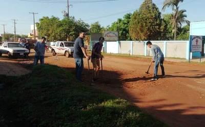 Ante desidia e inoperancia, vecinos se ponen manos a la obra