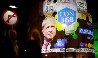 Boris Johnson obtiene aplastante mayoría según sondeo a pie de urna