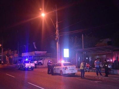 Dos presuntos delincuentes heridos tras asaltar en una parada