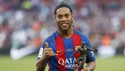 """HOY / Ronaldinho: """"Messi no es el mejor de la historia, sí de su época"""""""