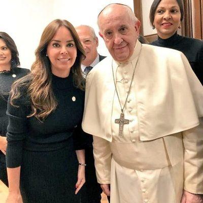 Primera dama transmitió saludo del pueblo paraguayo al papa Francisco