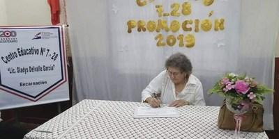 """""""NUNCA ES TARDE"""": ENCARNACENA EGRESA DE LA EDUCACIÓN BÁSICA CON 80 AÑOS."""