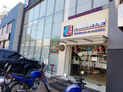 Allanan casas de cambios en Asunción y en el Este