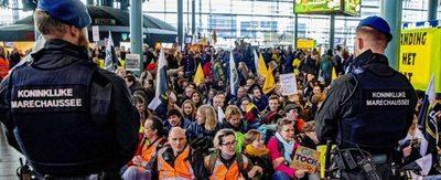 Policía desaloja activistas climáticos del aeropuerto de Ámsterdam