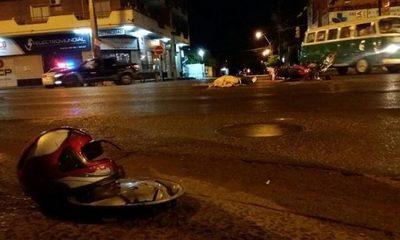 Motociclista muere tras chocar con vehículo