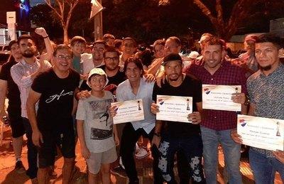 Hinchas de Nacional homenajearon a sus campeones en la calle