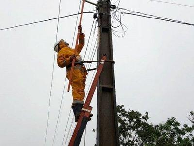 Varias zonas de Asunción y Central están sin energía eléctrica tras temporal