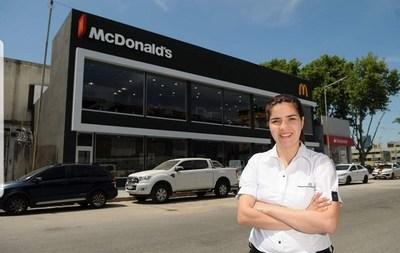 Joven paraguaya de 26 años se convirtió en la primera dueña de McDonald's en 'Villa 31'