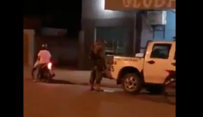 HOY / Sumarian a policías tras divulgarse video de agente orinando por patrullera