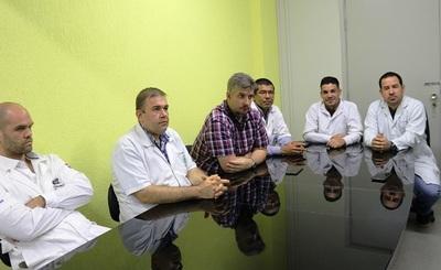 Histórico en la medicina paraguaya: Por primera vez reimplantan una mano amputada