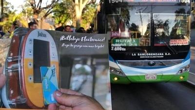 HOY / Transportistas piden adelantar eliminación del pago en efectivo en los buses