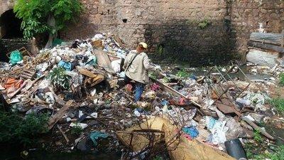 Ningún barrio de Asunción se salva de criaderos de mosquitos