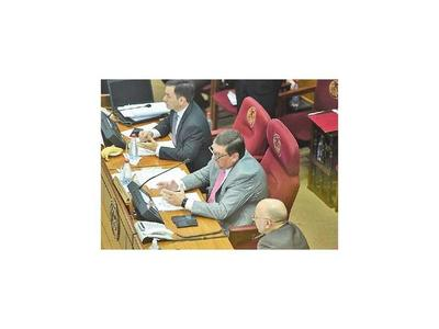 Titular del Congreso insiste en que   Efraín quebró el  PLRA