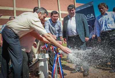 Pobladores de Itapé acceden a viviendas, agua potable y aportes sociales