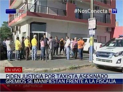 Taxistas piden justicia frente a Fiscalía por crimen de su compañero