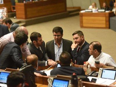 Diputados se enredan sobre cómo expulsar a Ulises Quintana