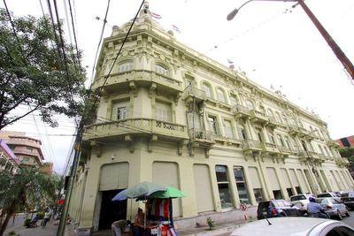 Ministro de Hacienda anuncia revisión de contratos colectivos