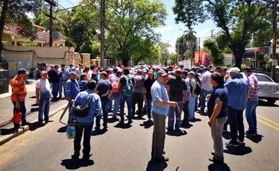 Exobreros de Acepar siguen con protestas