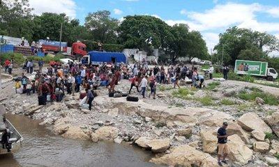 Varios pasajeros del Aquidaban quedan varados en Vallemi
