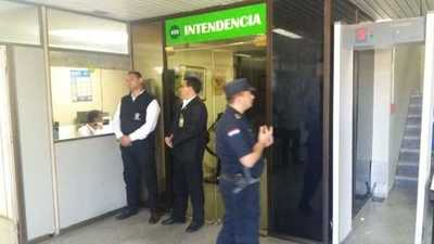 Allanan oficinas de Gabinete y Recursos Humanos de la Municipalidad de Asunción