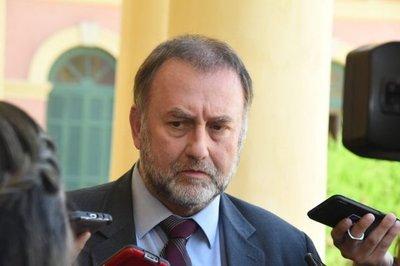 Cien entes públicos, cien disfraces para regalar el segundo aguinaldo: Ministro promete revisar contratos colectivos