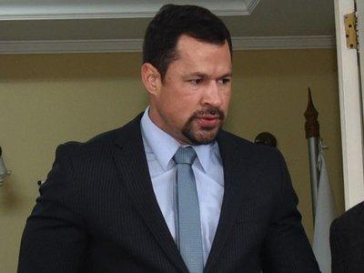 Ulises Quintana pide estar presente en tratamiento de su destitución