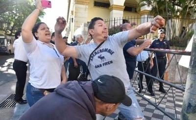 HOY / Gremios urgen reforma de gastos públicos para evitar revuelta social