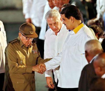 """Médicos cubanos denuncian ante OEA """"trabajo esclavo"""""""