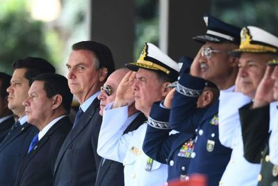 Bolsonaro anuncia ley para legalizar la minería