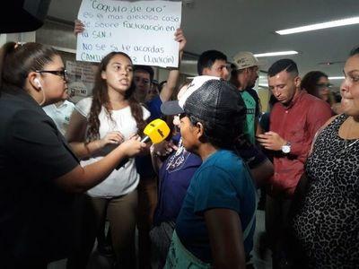 Municipalidad de Asunción dividida: un grupo expresa su apoyo a Ferreiro y otro pide intervención