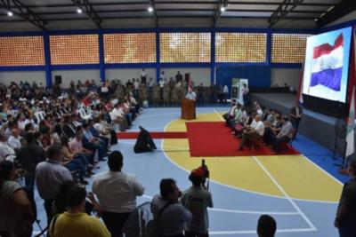 Entregan becas universitarias y aportes en Caazapá