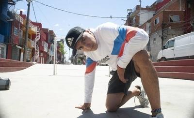 """HOY / El bailarín paraguayo apreciado  y bien pagado en Buenos Aires  por desactivar """"broncas"""""""