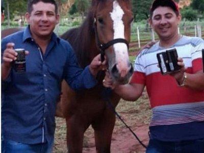 Asesinan a hermanos al salir de una carrera de caballos