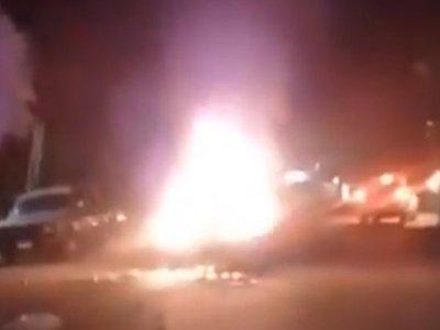Subaru volaba bajito: chocó a recolector, rebotó por un coche y se incendió