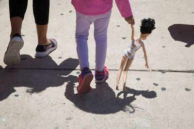 Niña secuestrada por su madre en EE.UU. fue encontrada en Paraguay