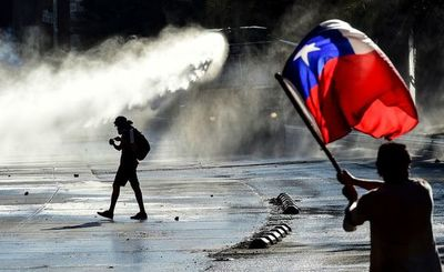 """Nuevo informe denuncia """"graves"""" violaciones a los DD.HH. en protestas en Chile"""