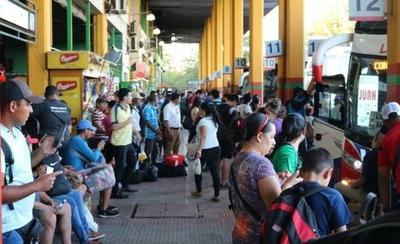 """HOY / Más de 440.000 viajeros ya pasaron por la Terminal de Asunción y se espera """"pico"""" en Año Nuevo"""